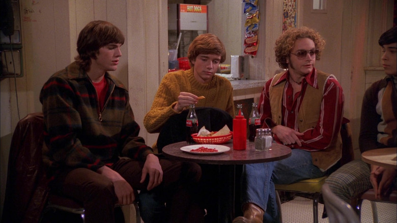 Coca-Cola Drinks in That '70s Show S01E09 (4)