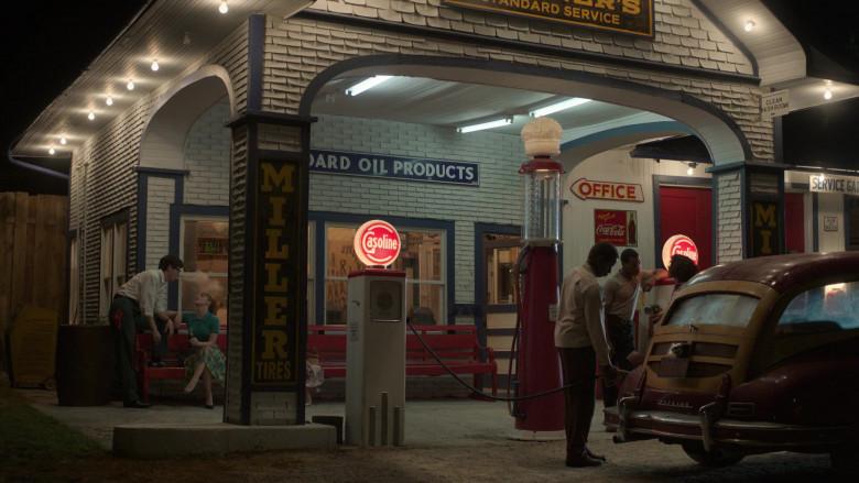 Coca-Cola Signs in Lovecraft Country S01E01 (3)