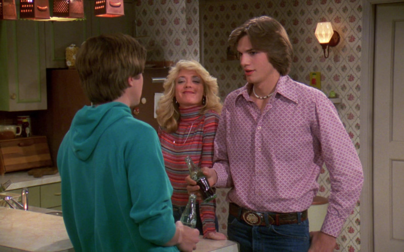 Coca-Cola Soda Bottle Held by Ashton Kutcher as Michael Kelso in That '70s Show S02E06
