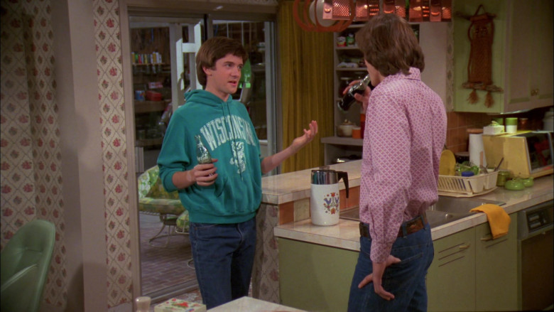 Coca-Cola Soda Bottle Held by Topher Grace as Eric Forman in That '70s Show S02E06 (1)