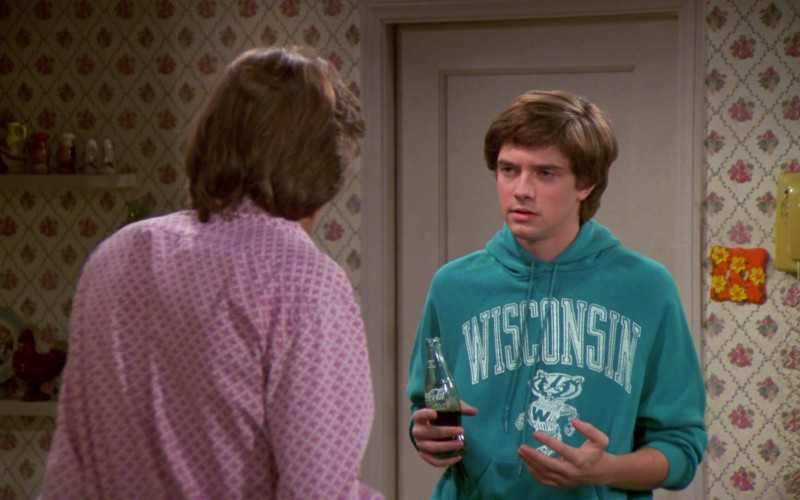 Coca-Cola Soda Bottle Held by Topher Grace as Eric Forman in That '70s Show S02E06 (2)