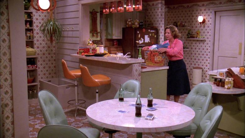 Coca-Cola Soda Bottles in That '70s Show S02E02 (2)