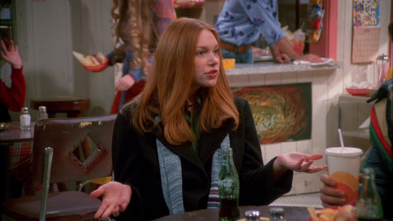 Coca-Cola Soda Drink of Laura Prepon as Donna Pinciotti in That '70s Show S02E09