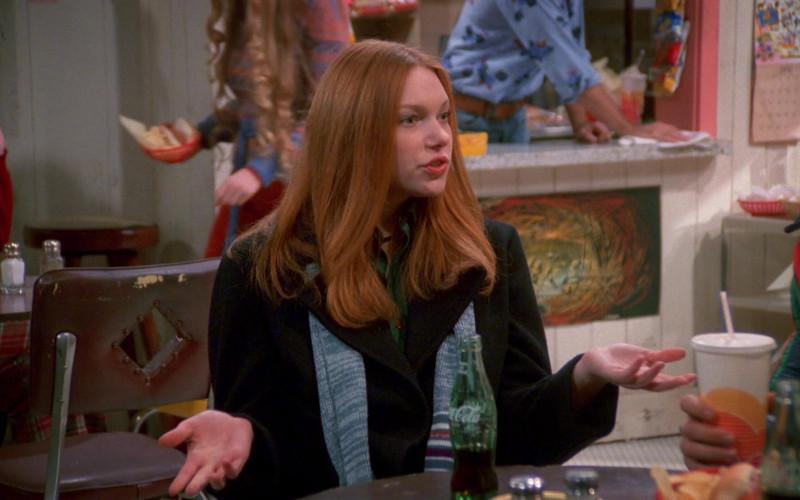 Coca-Cola Soda Drink of Laura Prepon as Donna Pinciotti in That '70s Show S02E09