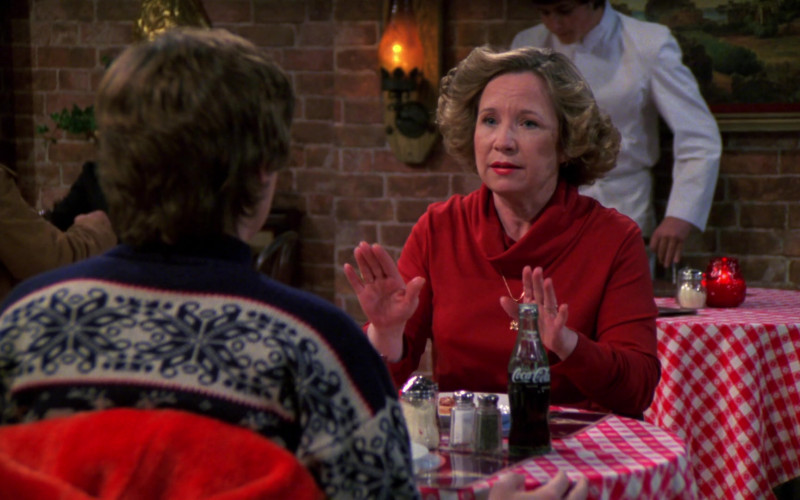 Coca-Cola Soda Enjoyed by Debra Jo Rupp as Kitty Forman in That '70s Show S02E18 (1)