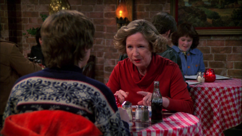 Coca-Cola Soda Enjoyed by Debra Jo Rupp as Kitty Forman in That '70s Show S02E18 (2)