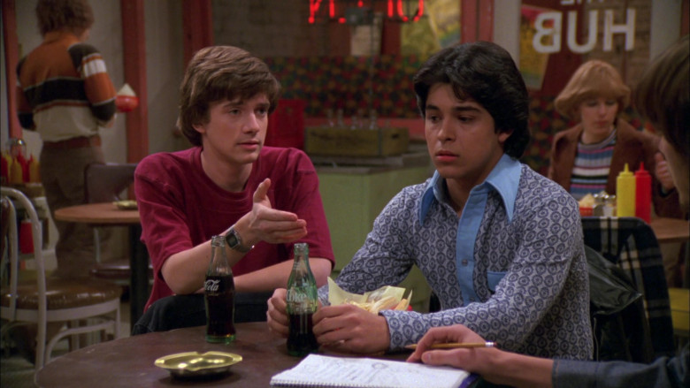 Coca-Cola Soda Enjoyed by Topher Grace & Wilmer Valderrama in That '70s Show S02E21 (2)