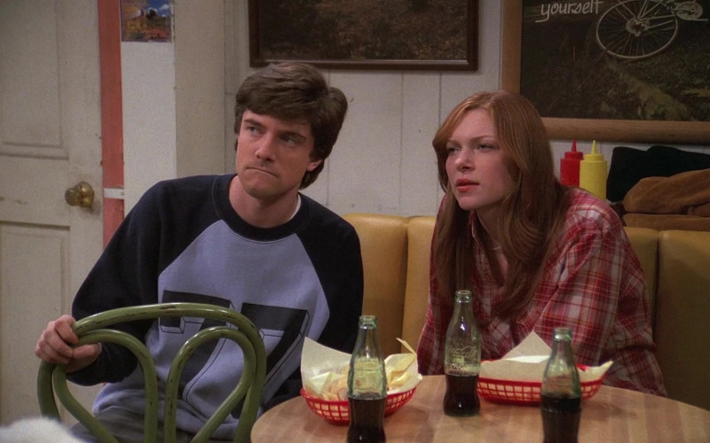 Coca-Cola Soda of Topher Grace as Eric Forman & Laura Prepon as Donna Pinciotti in That '70s Show (1)