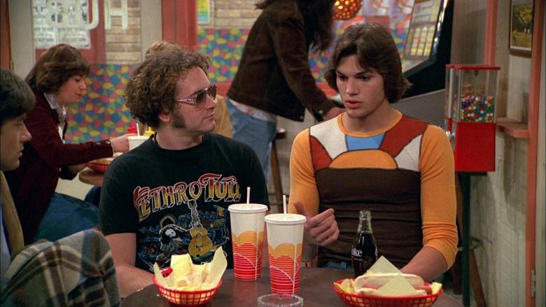 Coke Coca-Cola Soda Bottle of Ashton Kutcher as Michael Kelso in That '70s Show S02E23