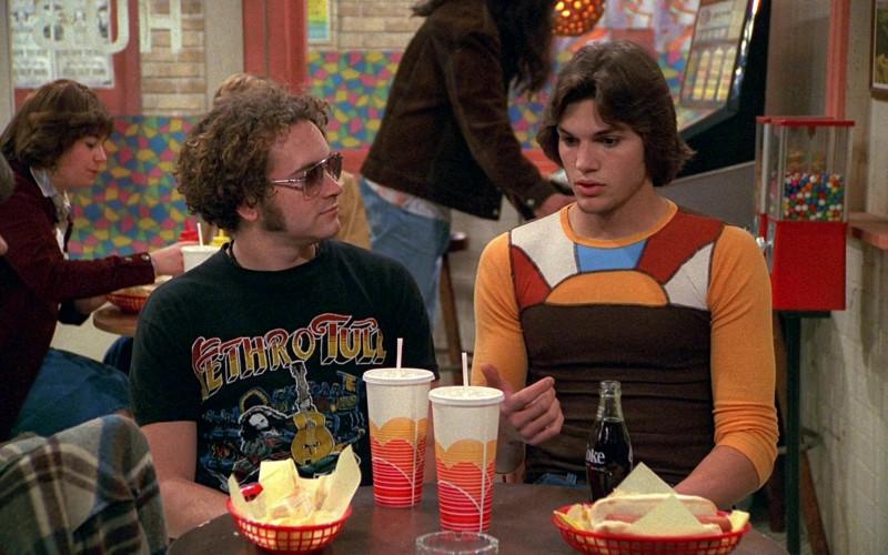 Coke Soda Bottle of Ashton Kutcher as Michael Kelso in That '70s Show S02E23