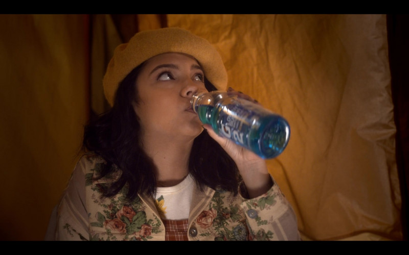 Cree Cicchino as Mim Enjoys Gatorade G2 Thirst Quencher in The Sleepover (2020) Netflix Movie