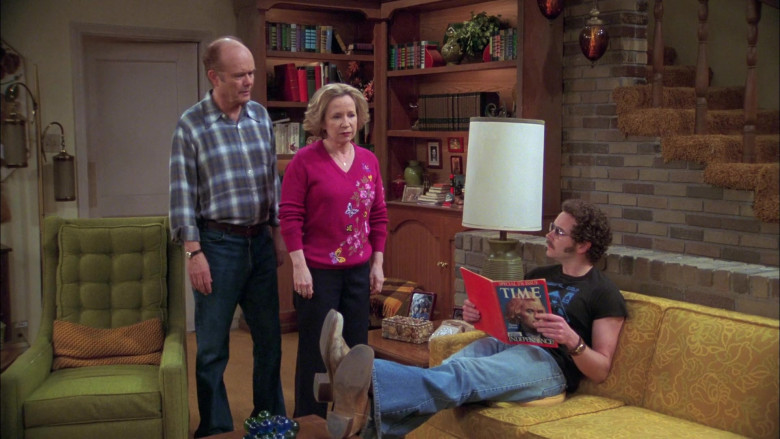 Danny Masterson as Steven Hyde Reads Time Magazine in That '70s Show (1)