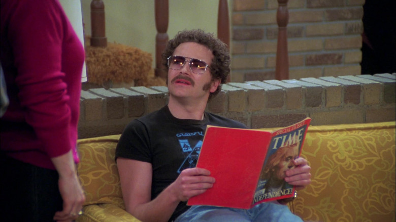 Danny Masterson as Steven Hyde Reads Time Magazine in That '70s Show (2)