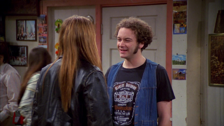 Danny Masterson as Steven Wears Harley-Davidson T-Shirt and Denim Blue Vest Outfit in That '70s Show S04E01