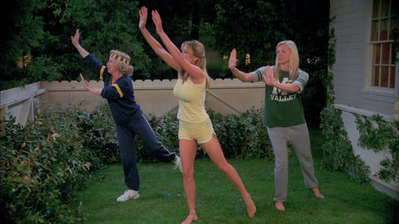 Debra Jo Rupp as Kitty Forman Wears Nike Shoes and Tracksuit Outfit in That '70s Show (2)