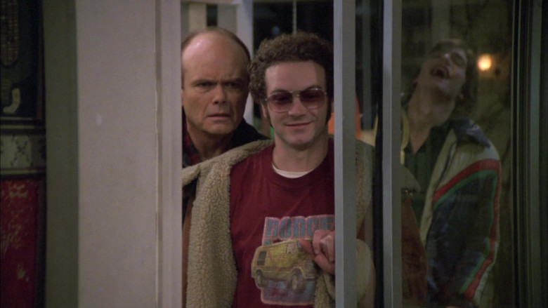 Dodge T-Shirt Outfit of Danny Masterson as Steven Hyde in That '70s Show S05E12 (2)