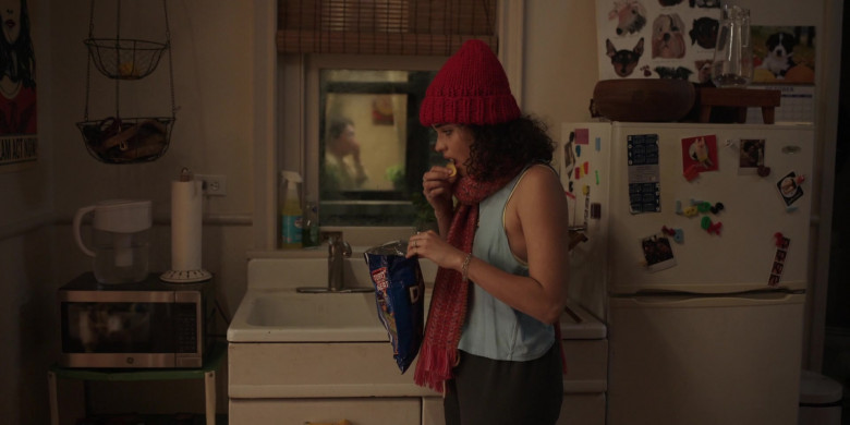 Doritos Chips of Actress Brittany O'Grady as Bess Alice King in Little Voice S01E07 TV Show (2)