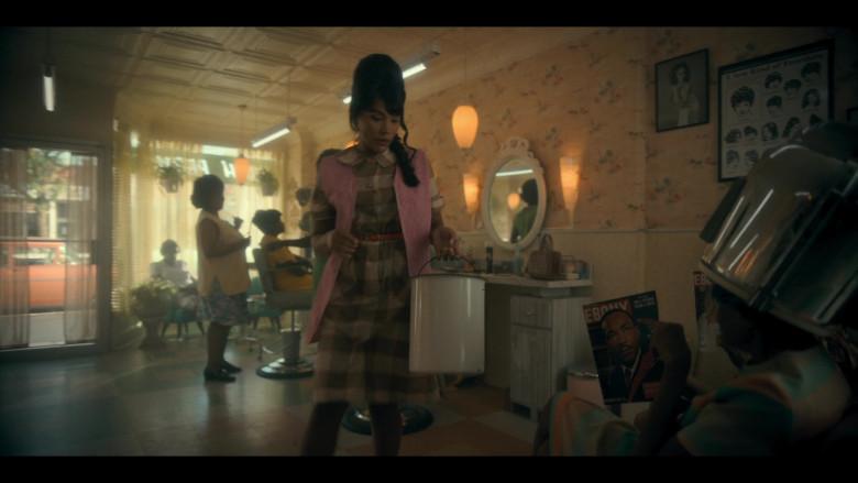 Ebony Magazines in The Umbrella Academy S02E06 (2)