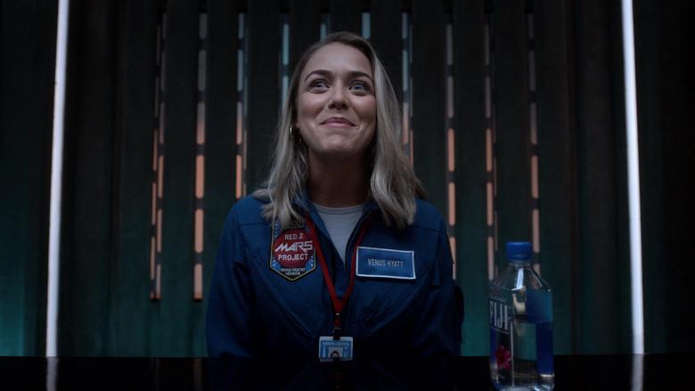 Fiji Water of Mariana Paola Vicente as Venus Hyatt in Lucifer S05E02 (2)