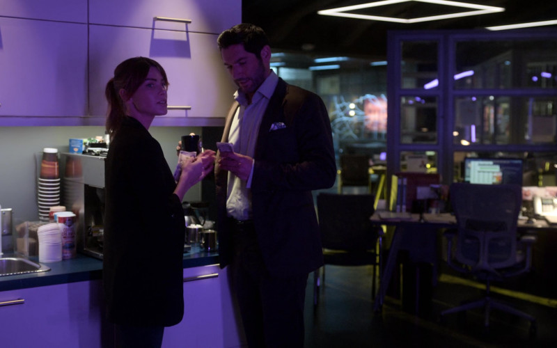 First Street Coffee Creamer in Lucifer S05E02