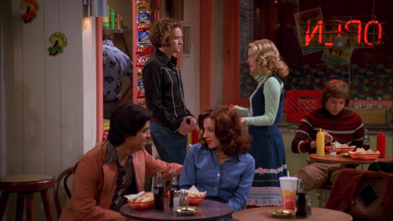 Fritos Chips and Coca-Cola Bottles in That '70s Show S02E09