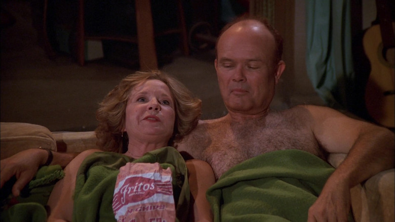 Fritos Corn Chips Enjoyed by Debra Jo Rupp as Kitty Forman & Kurtwood Smith as Red Forman in That '70s Show S02E10 (3)