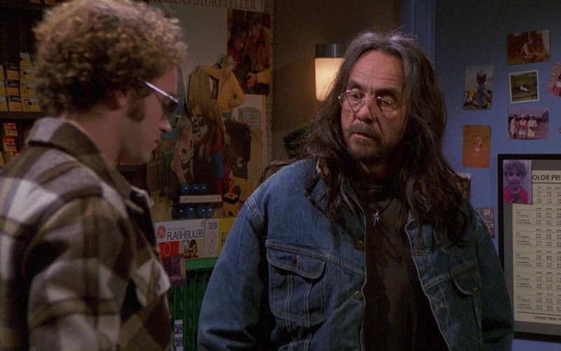 General Electric (GE) Flash Bulbs in That '70s Show S03E10