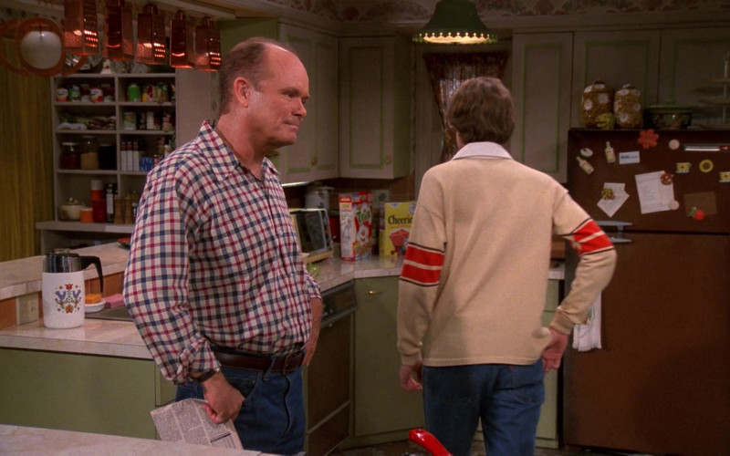 General Mills Trix and Cheerios Cereals in That '70s Show S02E08 (1)