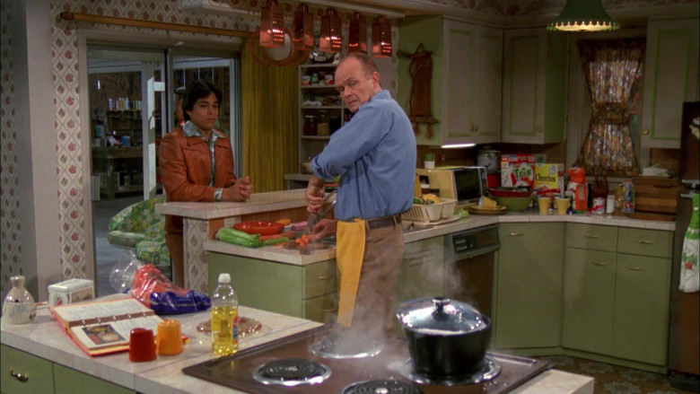 General Mills Trix and Cheerios Cereals in That '70s Show S02E08 (2)