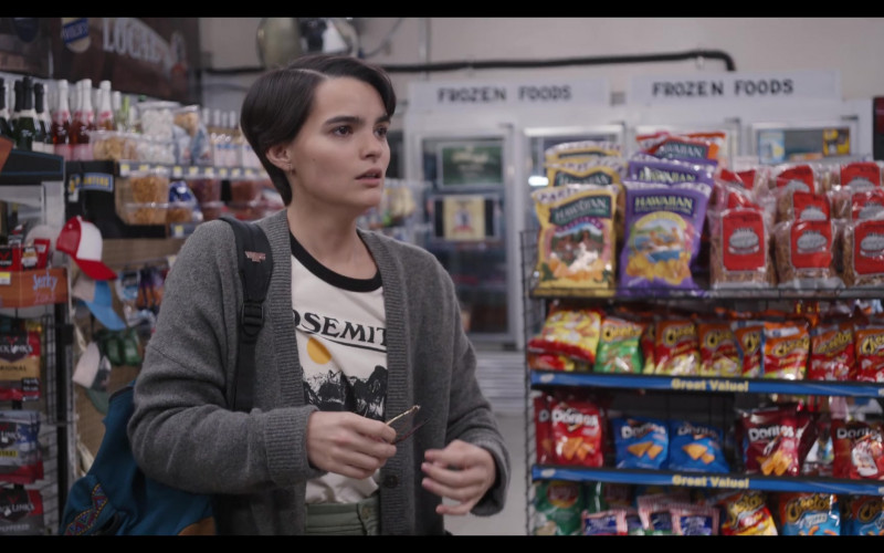 Hawaiian Brand Snacks, Cheetos and Doritos in Trinkets S02E09