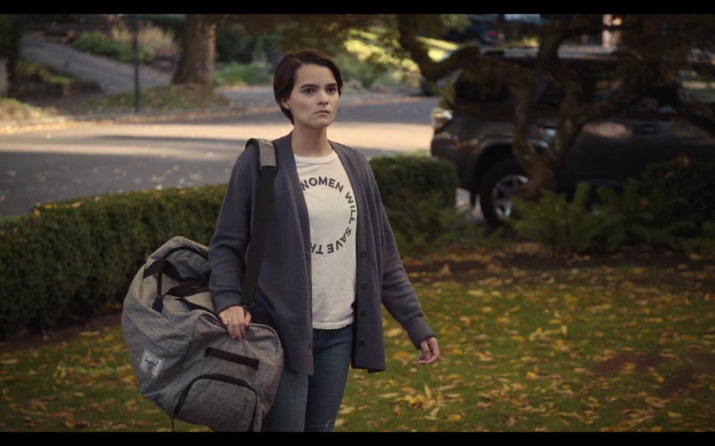 Herschel Bag Carried by Actress Brianna Hildebrand as Elodie Davis in Trinkets Season 2 Netflix Original Series (2)