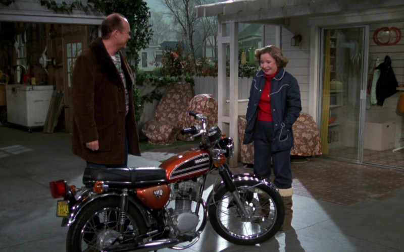 Honda Motorcycle of Kurtwood Smith as Red Forman in That '70s Show S02E17 (1)