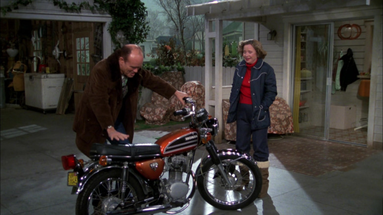 Honda Motorcycle of Kurtwood Smith as Red Forman in That '70s Show S02E17 (2)
