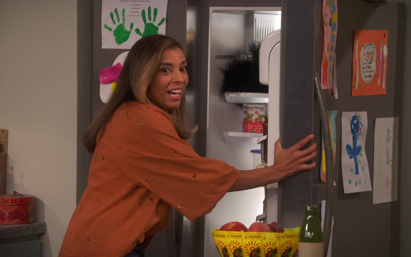 Honest Kids Super Fruit Punch Juice Drinks in United We Fall S01E04