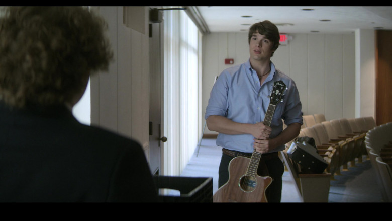 Ibanez Guitar of Spencer House as Luke in Teenage Bounty Hunters S01E05 (1)