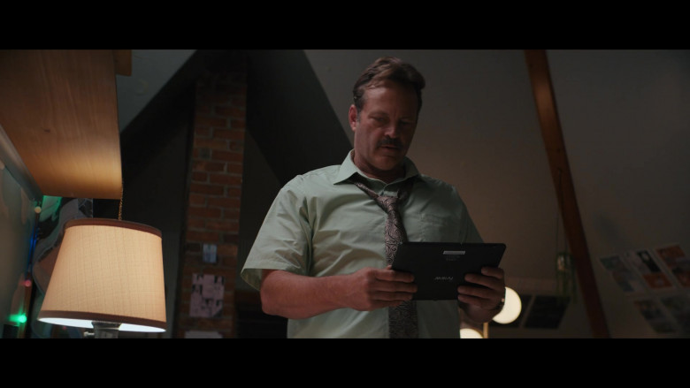 Iview Tablet Held by Vince Vaughn in The Binge (2020)