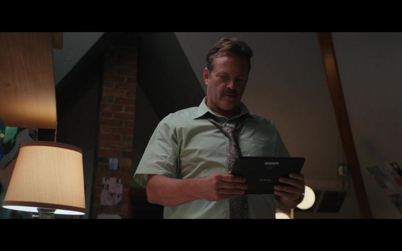 Iview Tablet Held by Vince Vaughn in The Binge (2020)