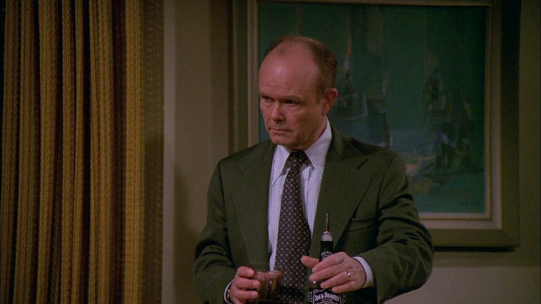 Jack Daniel's Whiskey Enjoyed by Kurtwood Smith as Red Forman in That '70s Show S02E14 (1)