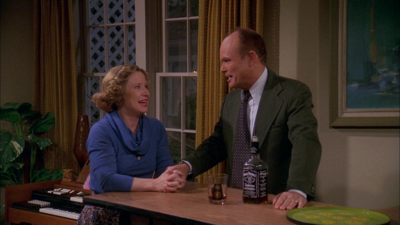 Jack Daniel's Whiskey Enjoyed by Kurtwood Smith as Red Forman in That '70s Show S02E14 (3)