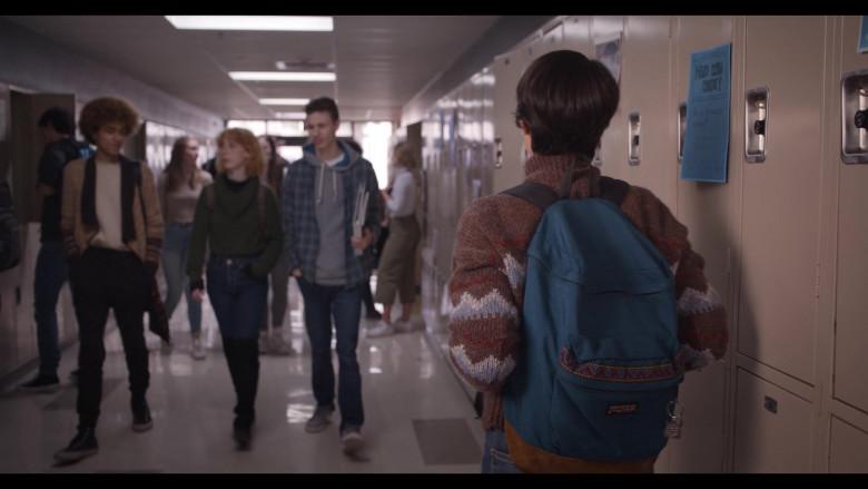 JanSport Backpack of Brianna Hildebrand as Elodie Davis in Trinkets S02E08
