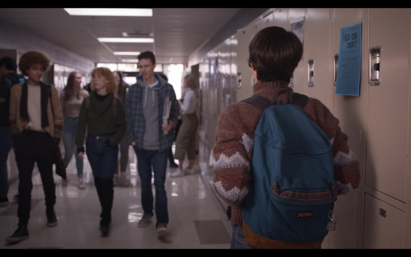 JanSport Backpack of Brianna Hildebrand as Elodie Davis in Trinkets S02E08