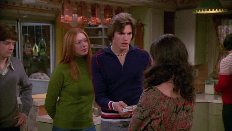 Jell-O Gelatin Dessert Held by Ashton Kutcher as Michael Kelso in That '70s Show S02E14