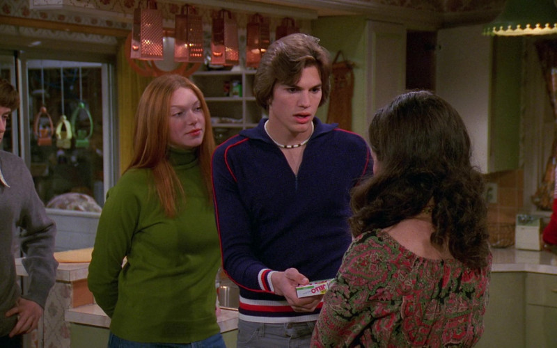 Jell-O Gelatin Dessert Held by Ashton Kutcher as Michael Kelso in That '70s Show S02E14