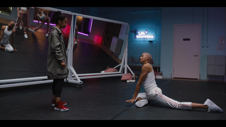 Keiynan Lonsdale Wears Nike White Shoes and Tracksuit Outfit in Work It Movie (4)