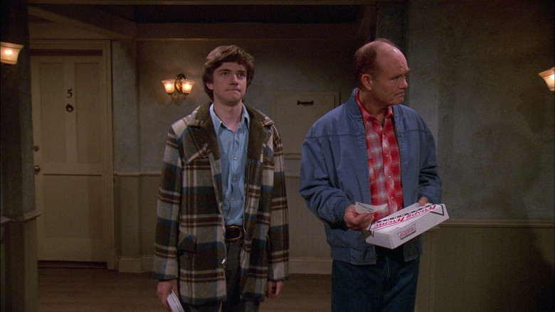 Krispy Kreme Box Held by Kurtwood Smith as Red Forman in That '70s Show S02E11 (1)