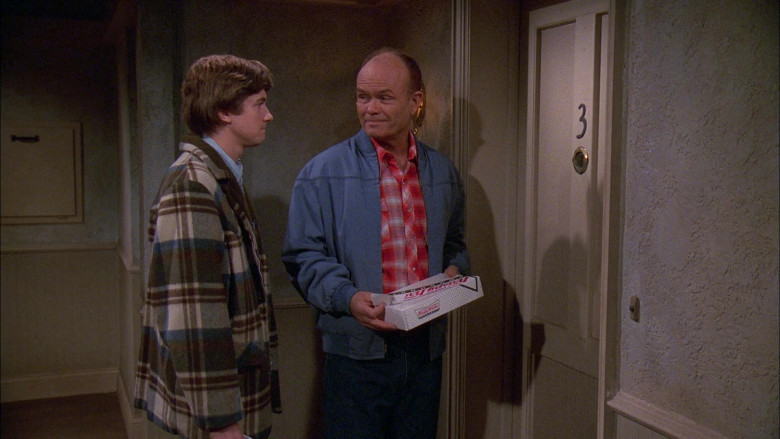 Krispy Kreme Box Held by Kurtwood Smith as Red Forman in That '70s Show S02E11 (2)