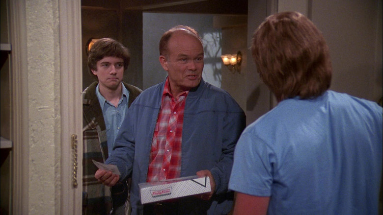 Krispy Kreme Box Held by Kurtwood Smith as Red Forman in That '70s Show S02E11 (3)