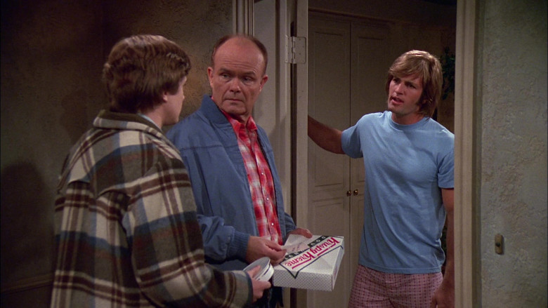 Krispy Kreme Box Held by Kurtwood Smith as Red Forman in That '70s Show S02E11 (4)