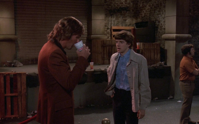 Krispy Kreme Coffee Cup in That '70s Show S02E03 (1)
