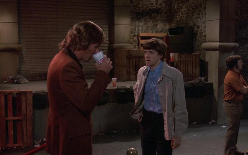 Krispy Kreme Coffee Cup in That '70s Show S02E03 (1)